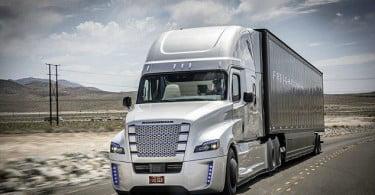 Camião da Daimler que conduz sozinho pode chegar ao mercado dentro de dois anos