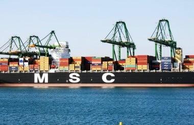 Megacarrier MSC DEILA escala Sines na viagem inaugural