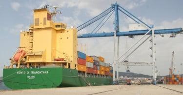 Estivadores saem à rua contra nova lei do trabalho portuário