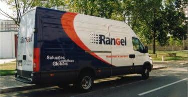 Rangel entrega materiais escolares a meio milhão de crianças angolanas