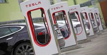 Tesla vai despedir 7% dos seus colaboradores
