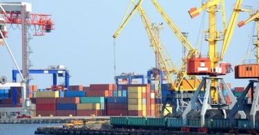 Carga movimentada nos portos nacionais cai 4,8% no primeiro semestre