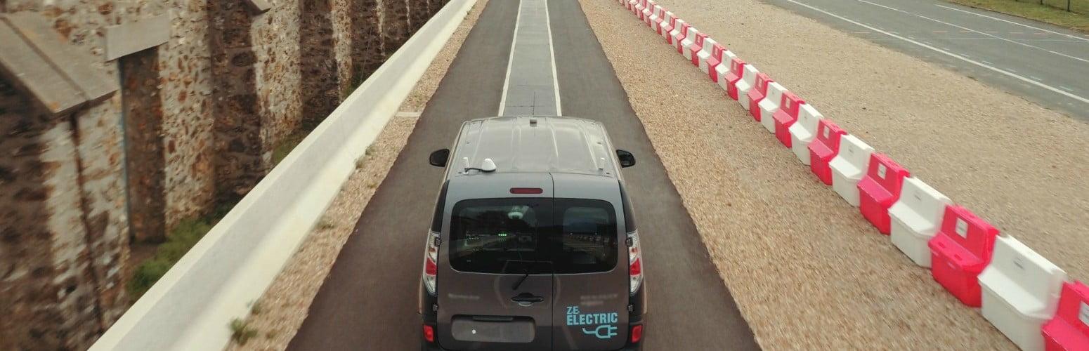 Renault cria sistema que permite carregar veículos elétricos em andamento