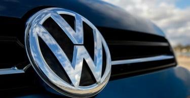 Apple assina acordo com a Volkswagen para fabricar carros elétricos sem condutor