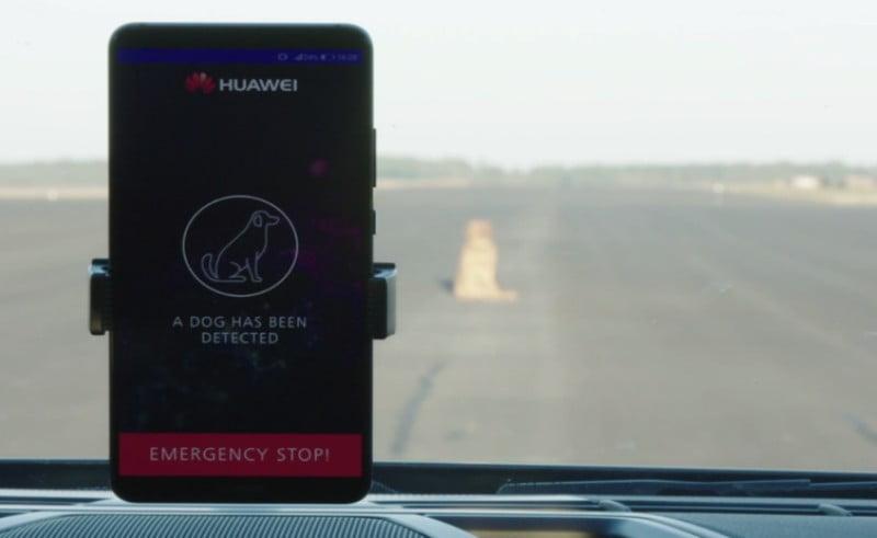 Huawei põe smartphone a conduzir automóvel