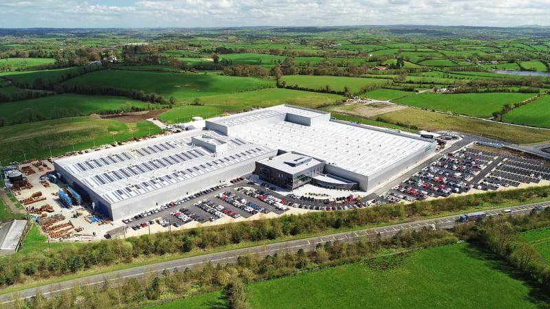 A Combilift, fabricante irlandês de empilhadores e equipamento de movimentação de carga, inaugurou no passado mês de abril a sua nova sede global em Monaghan, na Irlanda. Fruto de um investimento de cerca de 50 milhões de euros, a nova fábrica da companhia irá criar 200 novos postos de trabalho