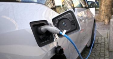 Carregamentos de veículos elétricos passam a ser pagos em novembro