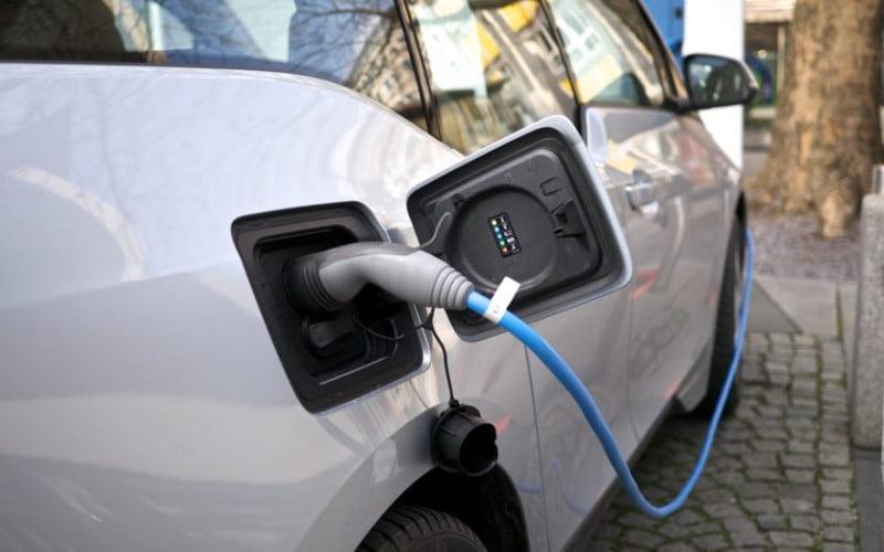 Postos de carregamento de carros elétricos fora de serviço fazem disparar reclamações