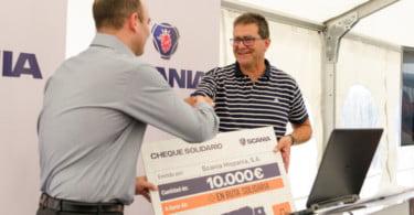 Scania entrega 10 mil euros e 700 quilos de alimentos à organização 'Em Rota Solidária'