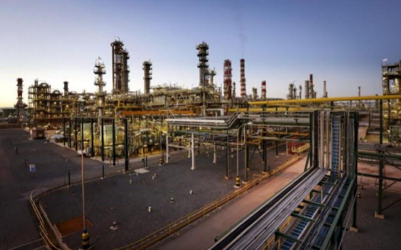 Gerir uma refinaria com big data e inteligência artificial: conheça o novo projeto da Repsol e da Google