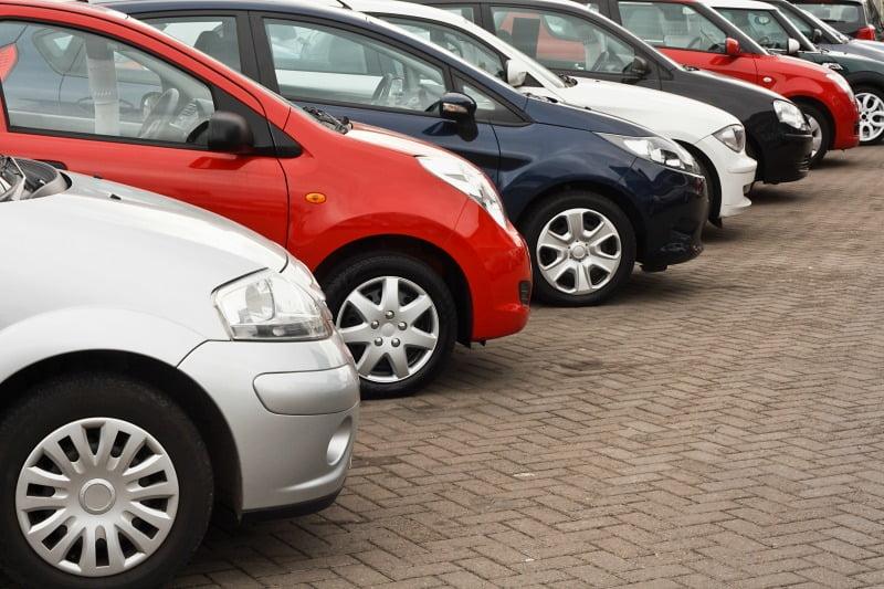 Vendas de automóveis travam em agosto