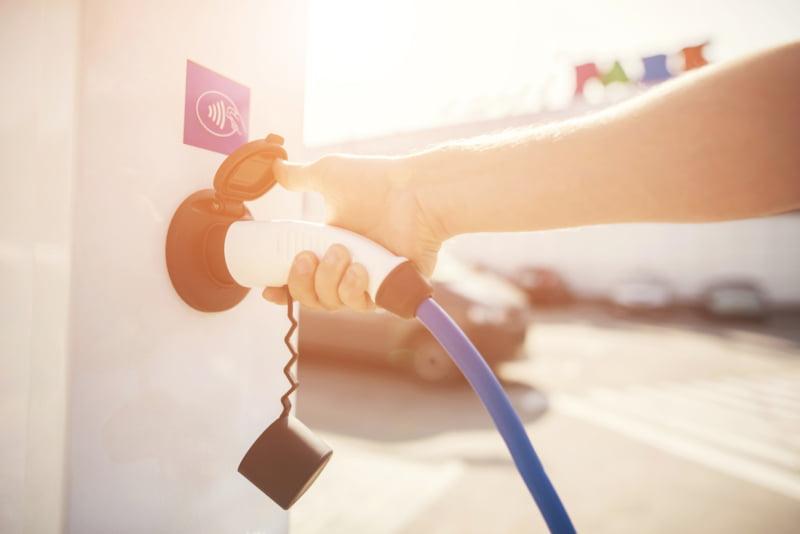 Procura por carros elétricos aumenta 129% no último ano