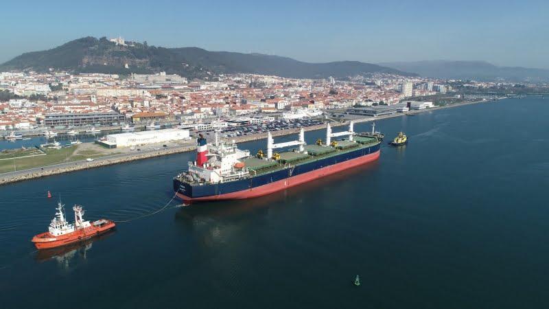 Porto de Viana do Castelo recebeu o maior cargueiro de sempre