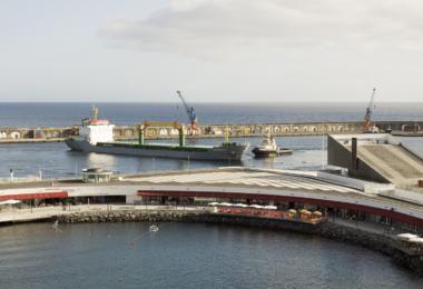 Movimento de mercadorias no porto de Ponta Delgada aumentou 7% nos primeiros três meses