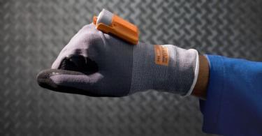 DB Schenker introduz luva inteligente na Alemanha