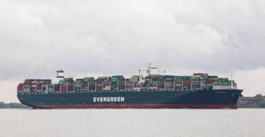 O Ever Given foi agora apreendido pela Autoridade do Canal do Suez, que exige uma indeminização de 916 milhões de dólares.