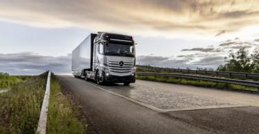 A empresa Daimler Trucks começou a testar os seus camiões GenH2 Truck alimentados por células de combustível de hidrogénio.
