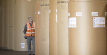 A DS Smith, empresa de packaging sustentável, quer reduzir em 40% as emissões de CO2 por tonelada de produto até 2030, face a 2019.