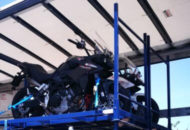 """A Garland reativou o serviço de transporte de motas, uma vez que prevê """"a retoma do turismo já este ano"""", e abriu um terminal em Albufeira."""