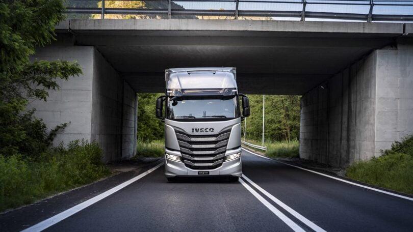 """A IVECO revelou o novo veículo pesado IVECO S-Way, que foi concebido para reforçar """" ainda mais a sua eficiência em consumo de combustível""""."""