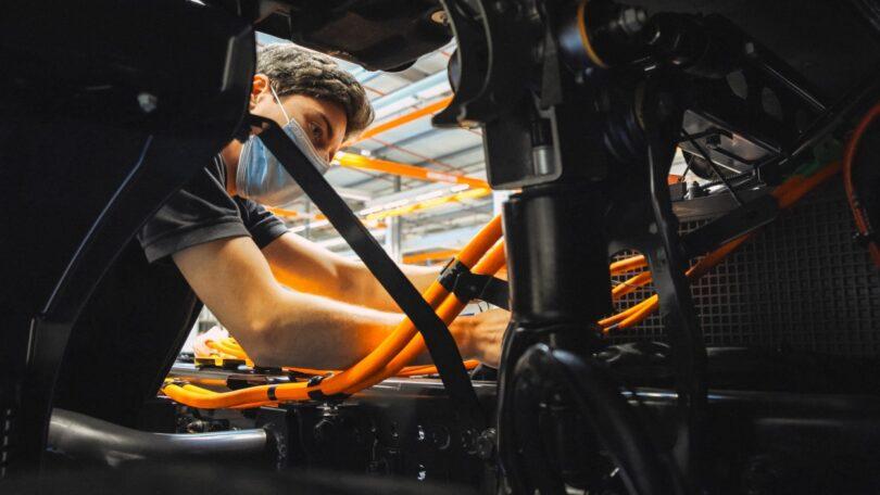 A fábrica da Mercedes-Benz em Wörth vai receber investimento para a produção de camiões com baterias elétricas e células de combustível.