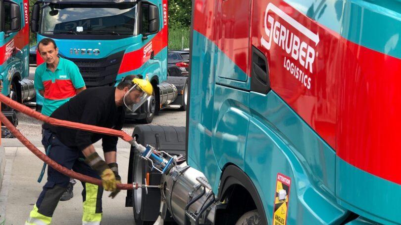 A IVECO e a Gruber Logistics estabeleceram uma parceria de sustentabilidade através dos camiões IVECO S-WAY alimentados a biometano.